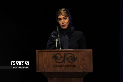 دکتر آزیتا فیروزی در رونمایی آلبوم هفت صدا اثر اردوان طاهری